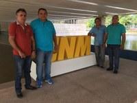 Após Marcha, Prefeitos e Vereadores visitam a sede da CNM